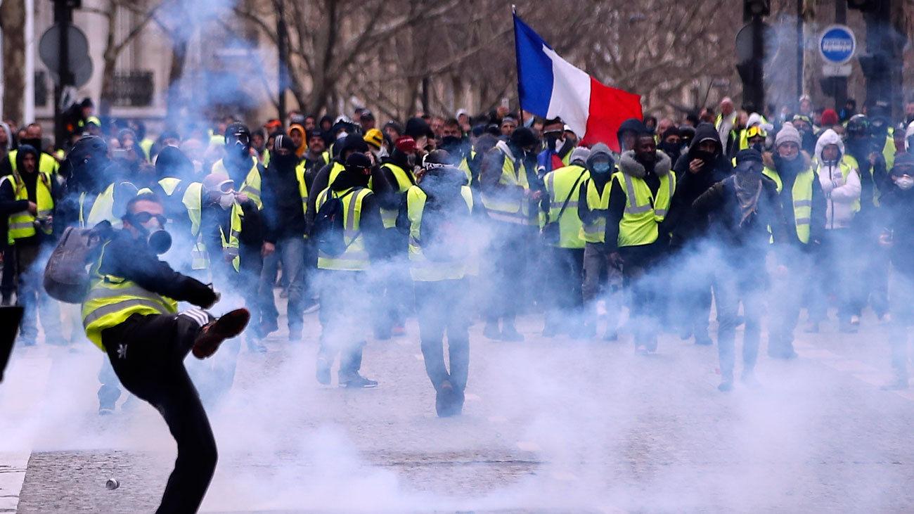 Los 'chalecos amarillos' obligan a cerrar la frontera francesa