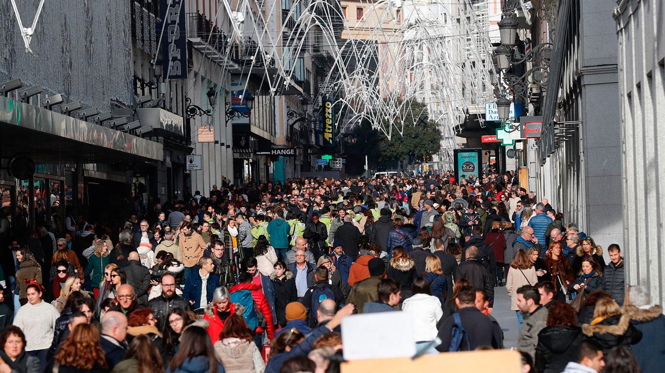 El centro de Madrid a reventar de madrileños y turistas