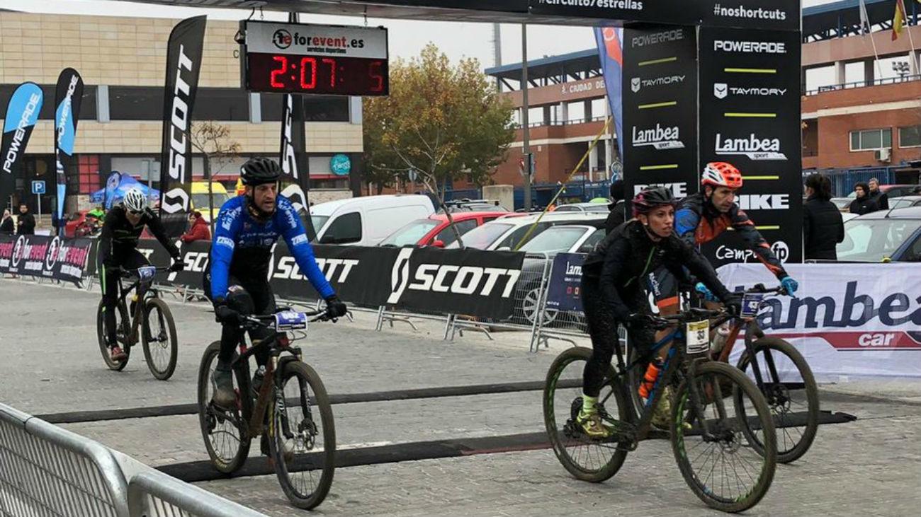 Arroyomolinos se vuelca con el ciclismo
