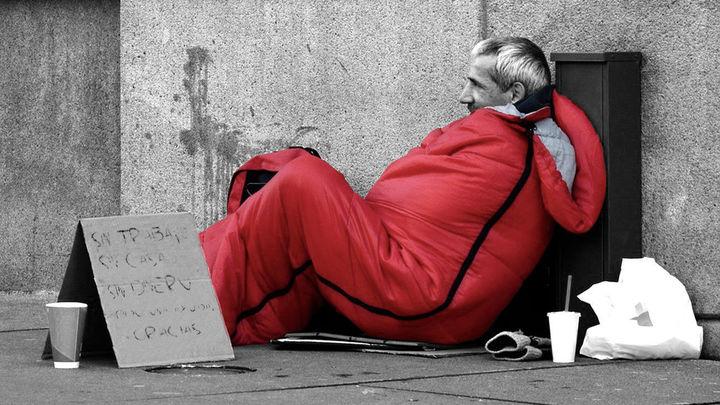 Las personas sin hogar se desplazan del centro de Madrid a la periferia tras el estado de alarma