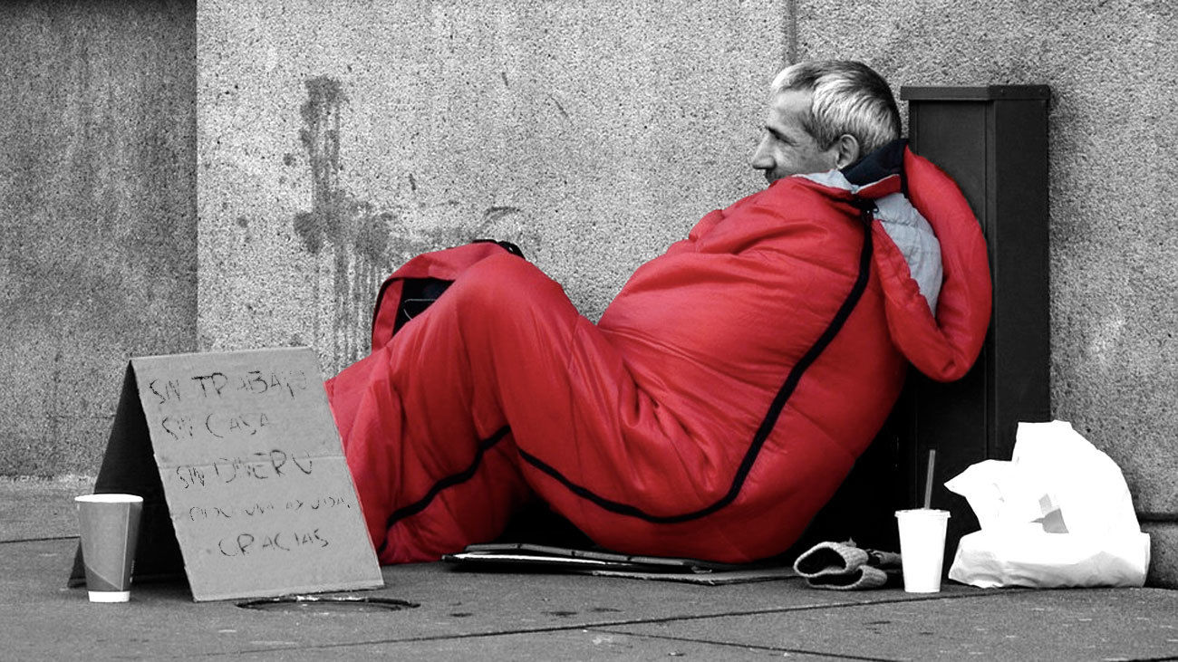 Persona sin hogar, pidiendo en la calle