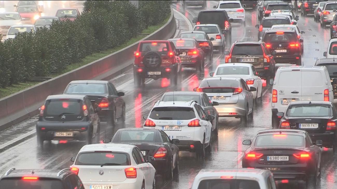 Jueves de atascos en Madrid por la lluvia y varios accidentes