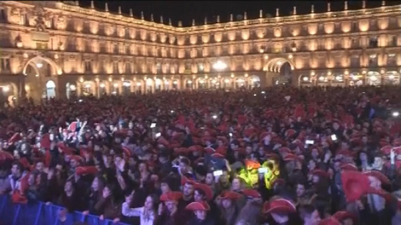 Más de 20.000 jóvenes acuden al Fin de Año universitario en Salamanca