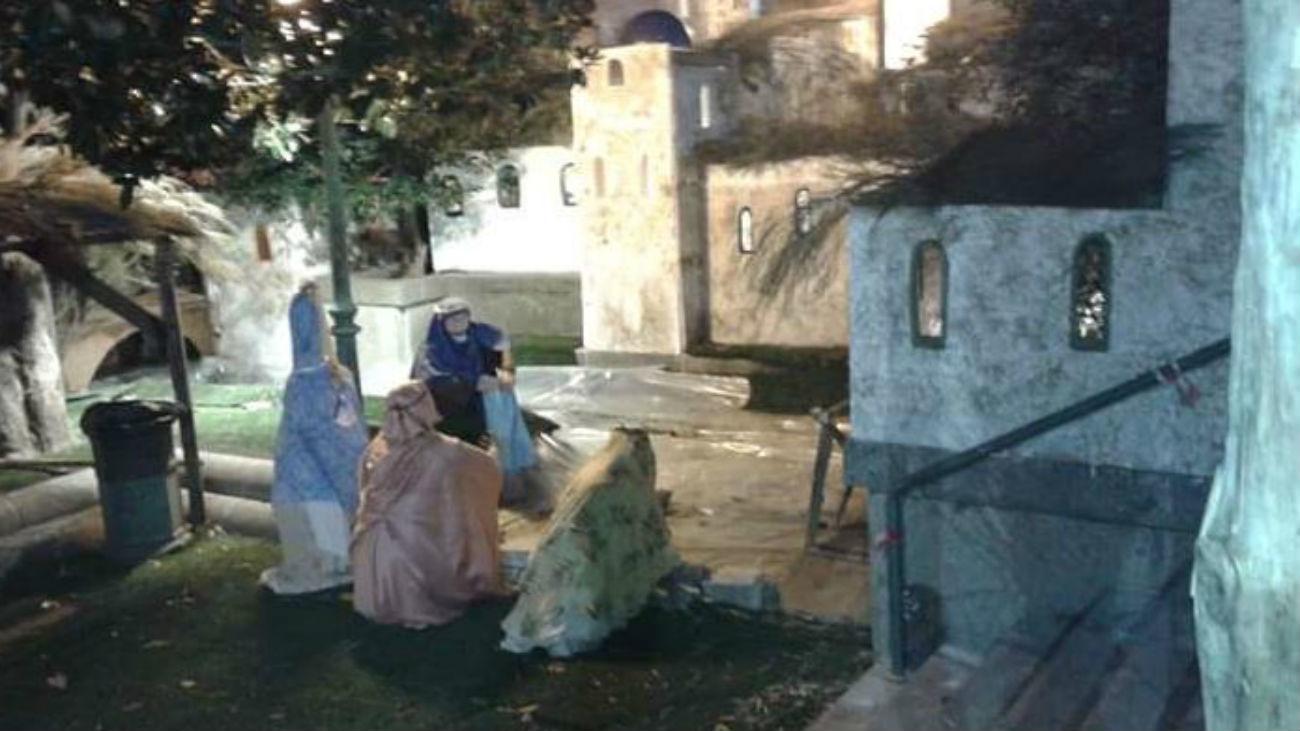 Cientos de visitantes en el primer día del belén de San Lorenzo del Escorial