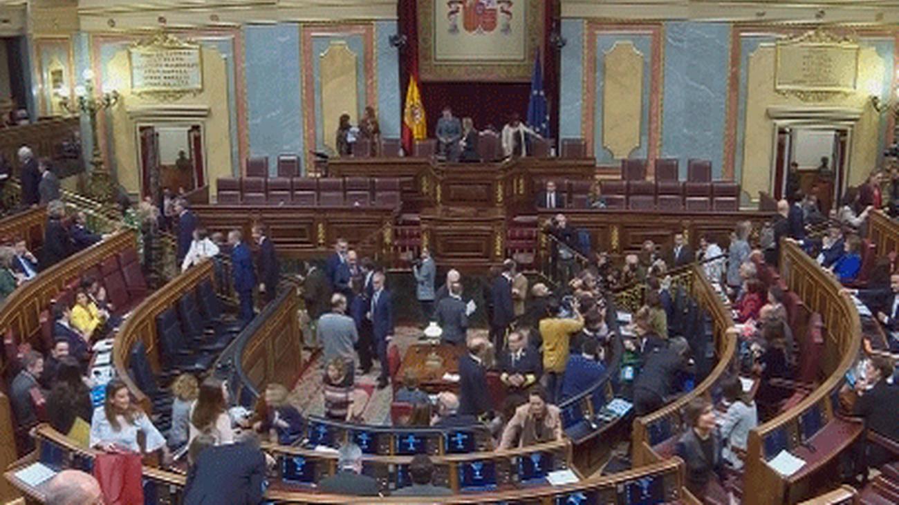Opiniones encontradas sobre los sondeos que dan a PP, Cs y Vox la mayoría absoluta en el Congreso