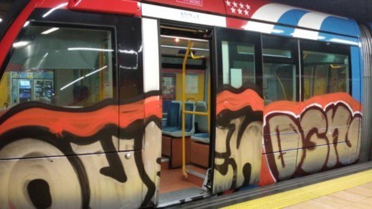 Vagones del metro con grafitis