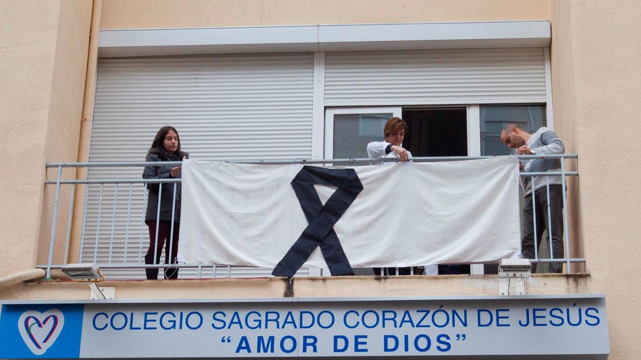 Multitudinarias concentraciones en señal de duelo por la muerte de Laura Luelmo