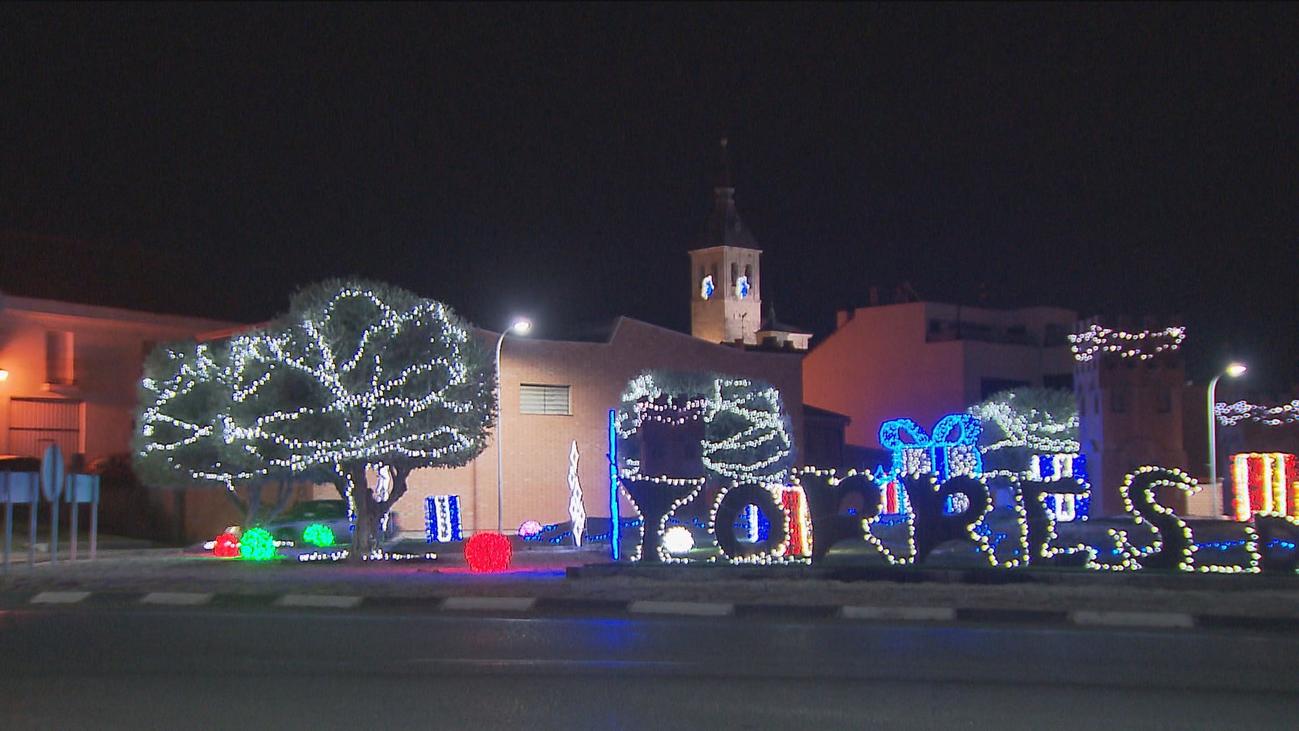 Torres de la Alameda recupera sus  luces de Navidad