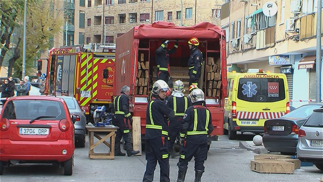 Desalojan un edificio en Parla después de que un vecino derribase un muro de carga