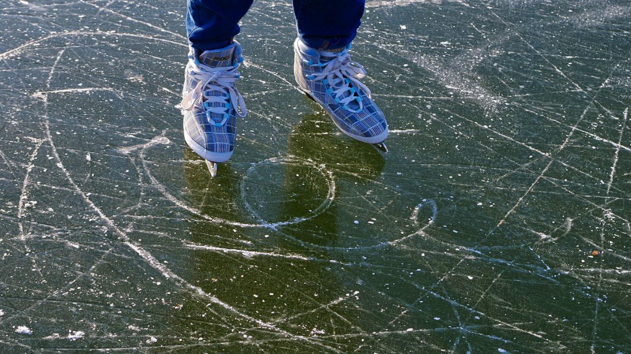 Inaugurada la pista de hielo del Ayuntamiento en Cibeles