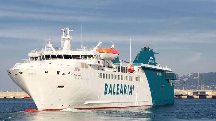 Un barco con 109 pasajeros, a la deriva en el Estrecho por conato de incendio