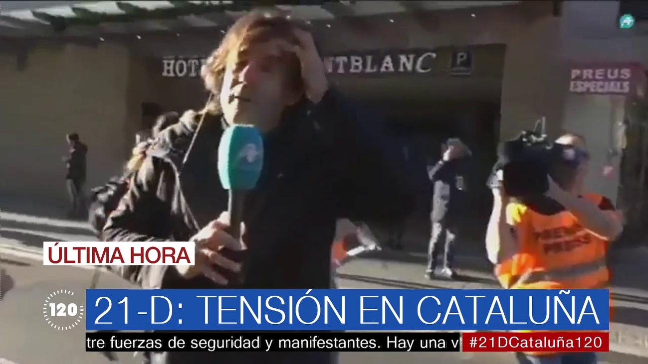 """Agreden a un periodista en Barcelona durante las marchas del 21-D: """"Venís a provocar"""""""