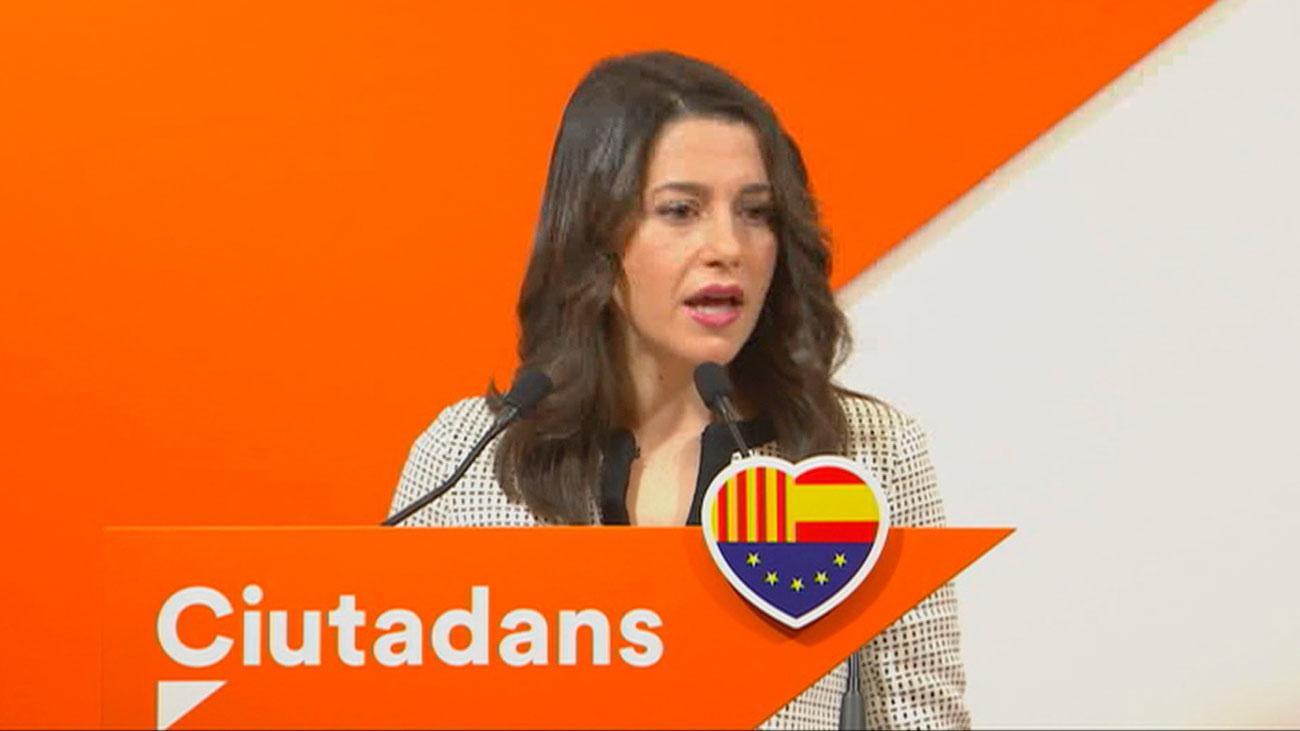 Arrimadas acusa a Sánchez de 'blanquear' a Torra