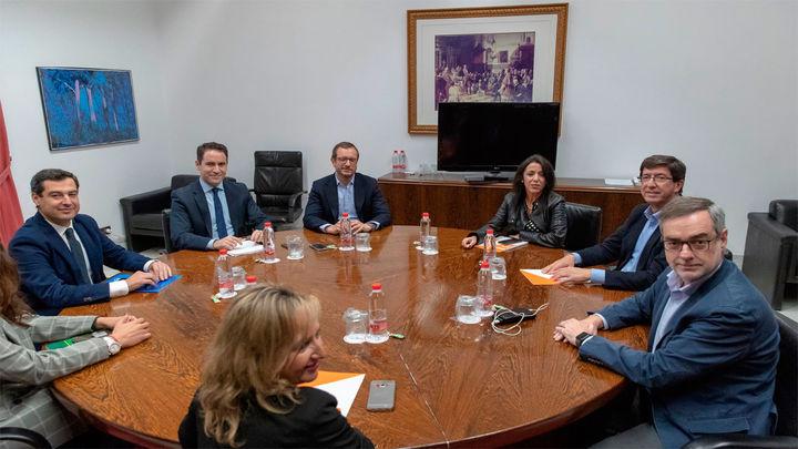 PP y Ciudadanos prevén cerrar el pacto de gobierno en Andalucía esta semana