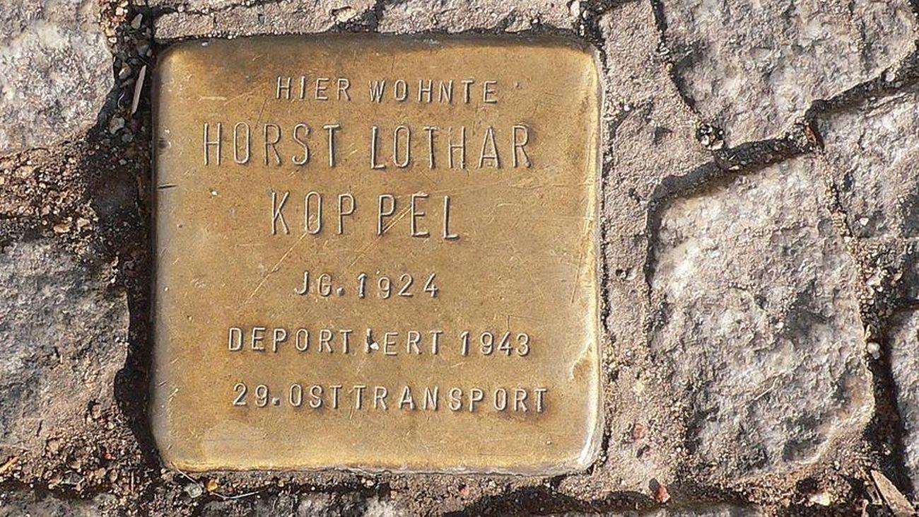 Adoquín de Kreuzberg (Berlín) en recuerdo a una víctima del nazismo (WIKIPEDIA)