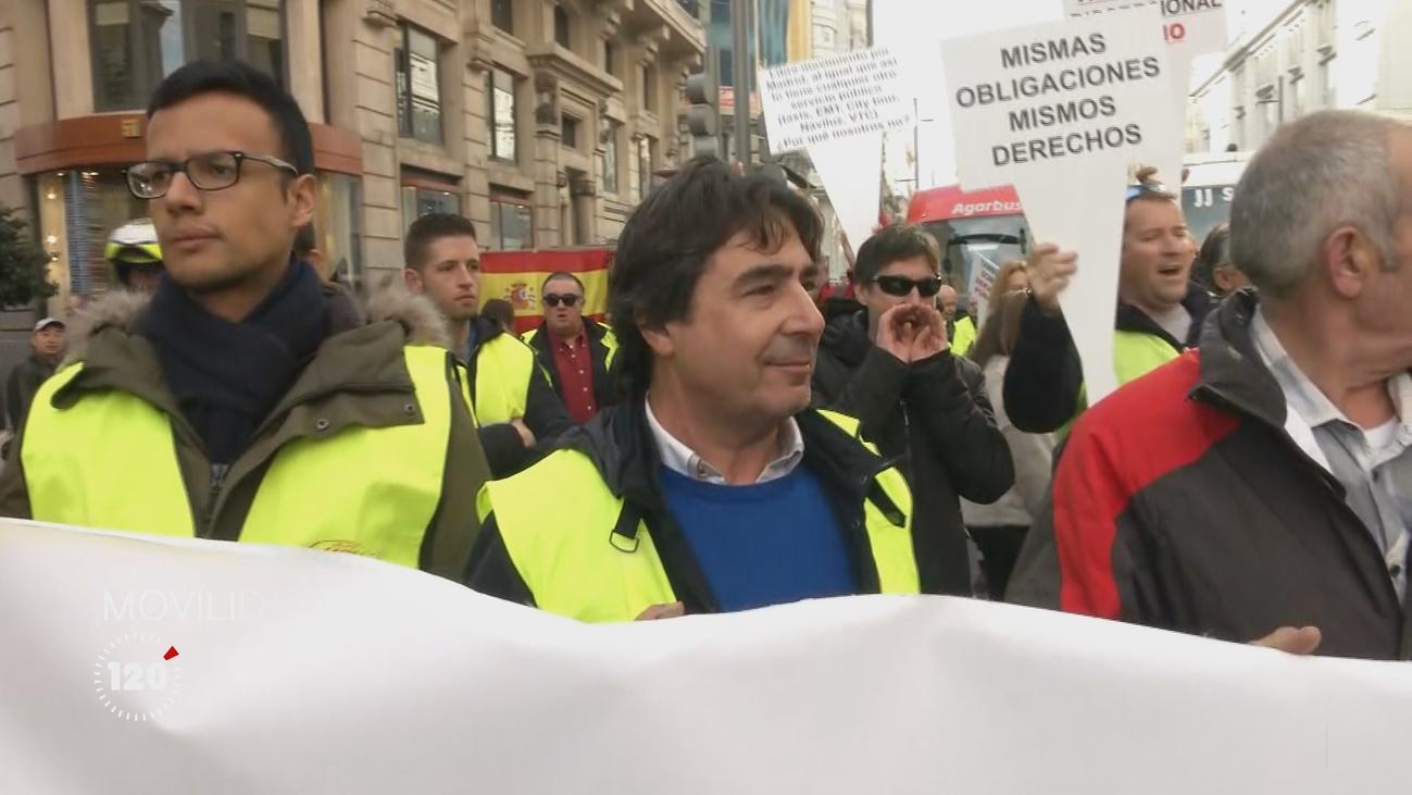 Trabajadores y empresas de autocares vuelven a cortar el tráfico de la Gran Vía