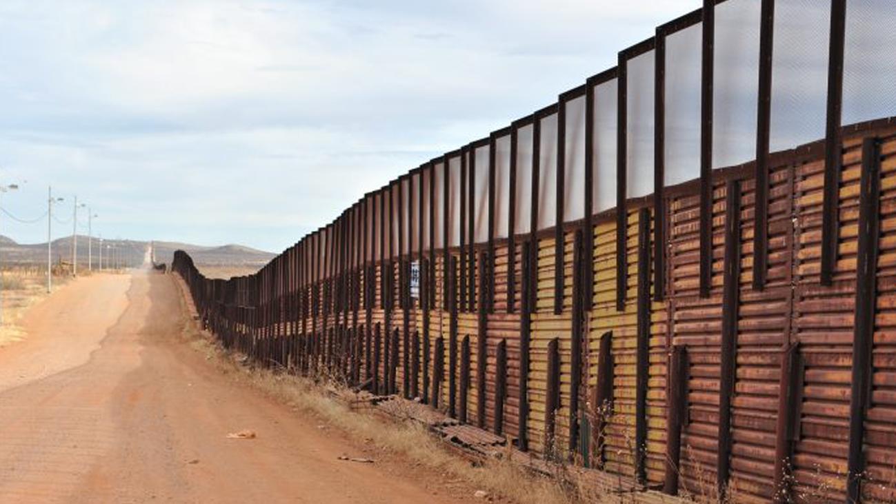 Seis días de cierre parcial del Gobierno de EEUU hasta que se financie el muro con México