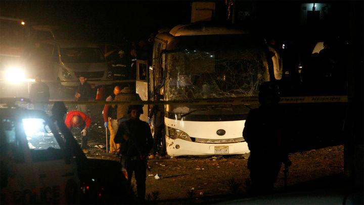 Tres  muertos y 11 heridos en una explosión de un autobús cerca de las pirámides de Guiza