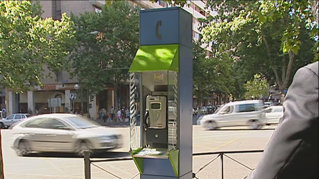 El Consejos de Ministros 'indulta' las cabinas telefónicas