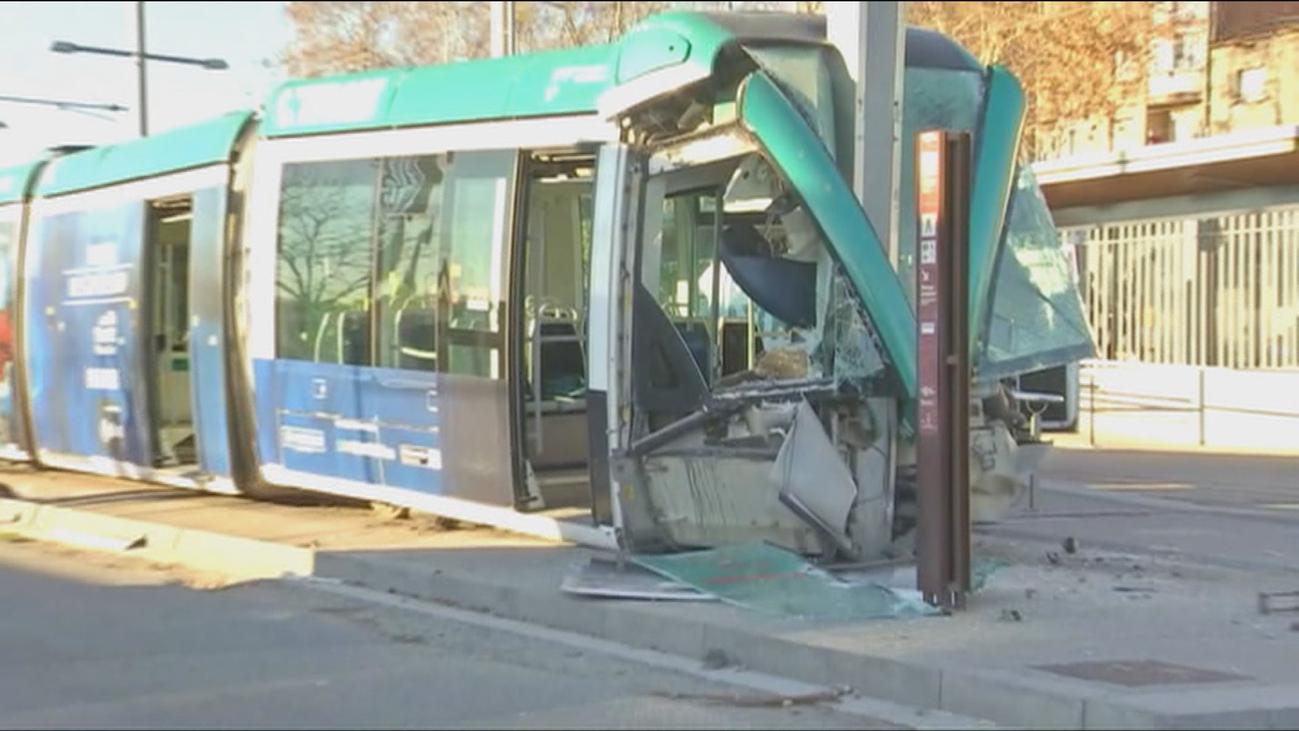 La conductora del tranvía accidentado en Barcelona, en estado grave