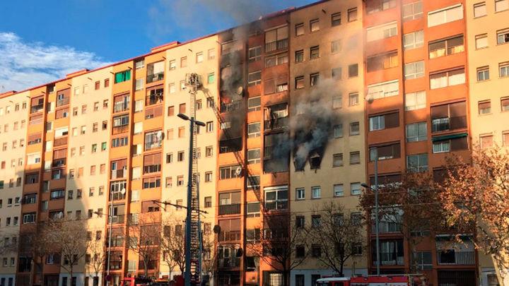 Tres muertos y 15 heridos en un incendio en un edificio de Badalona
