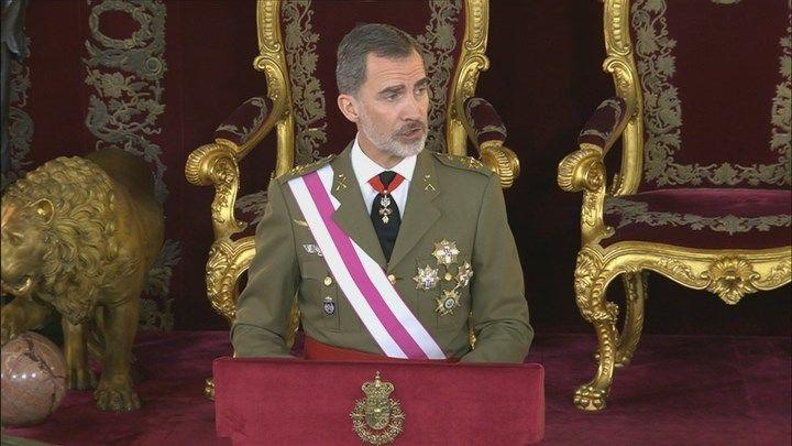 """Felipe VI reivindica la bandera como símbolo """"de todos"""" y de """"unidad"""""""