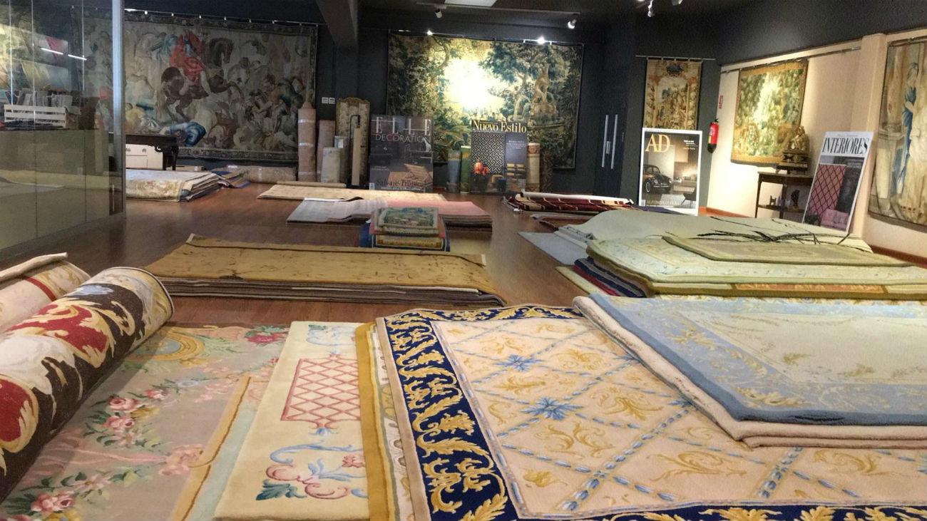Nos colamos en una fábrica de alfombras artesanales