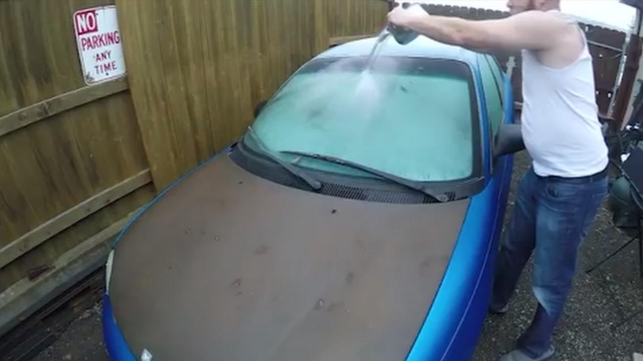 ¿Cómo evitar que se nos hiele el parabrisas del coche?