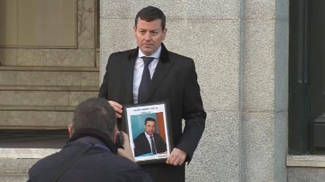 Entregan 10.000 firmas en el CGPJ para pedir la libertad de Eduardo Zaplana