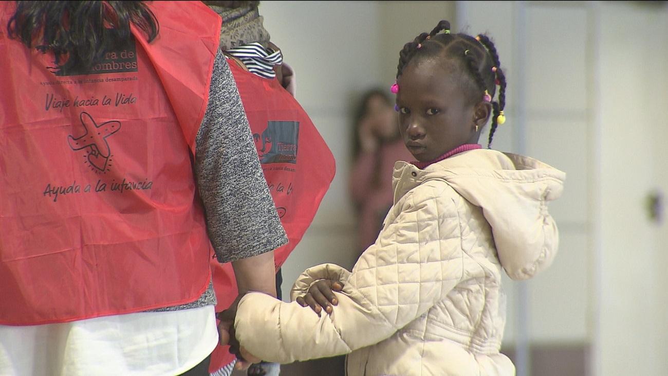 La historia de Alkaly y Fatimatou, dos niños de Guinea que buscan curarse en España