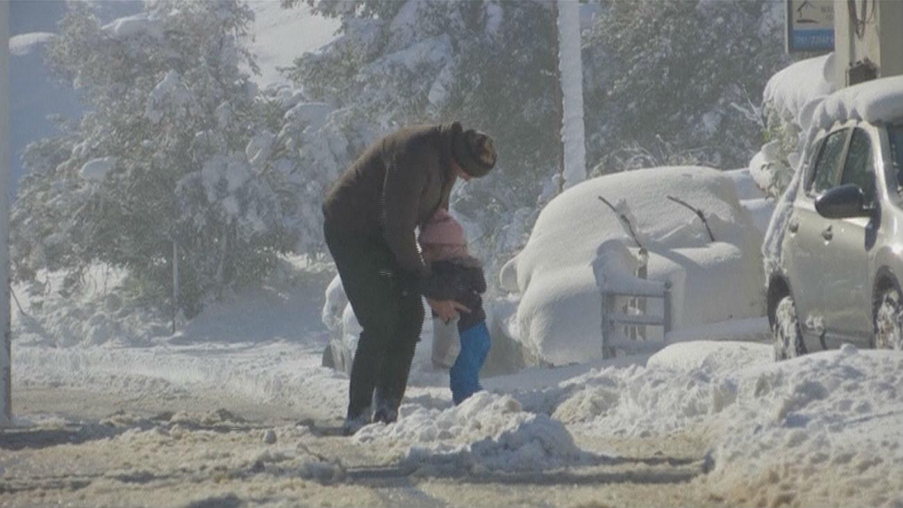 La ola de frío en Europa deja intensas nevadas