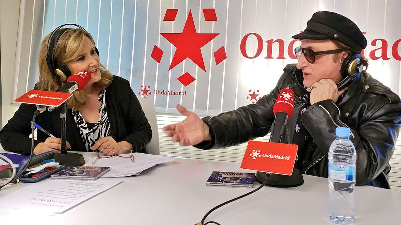 Javier Gurruchaga en el estudio de Madrid Directo, en Onda Madrid, con Nieves Herrero