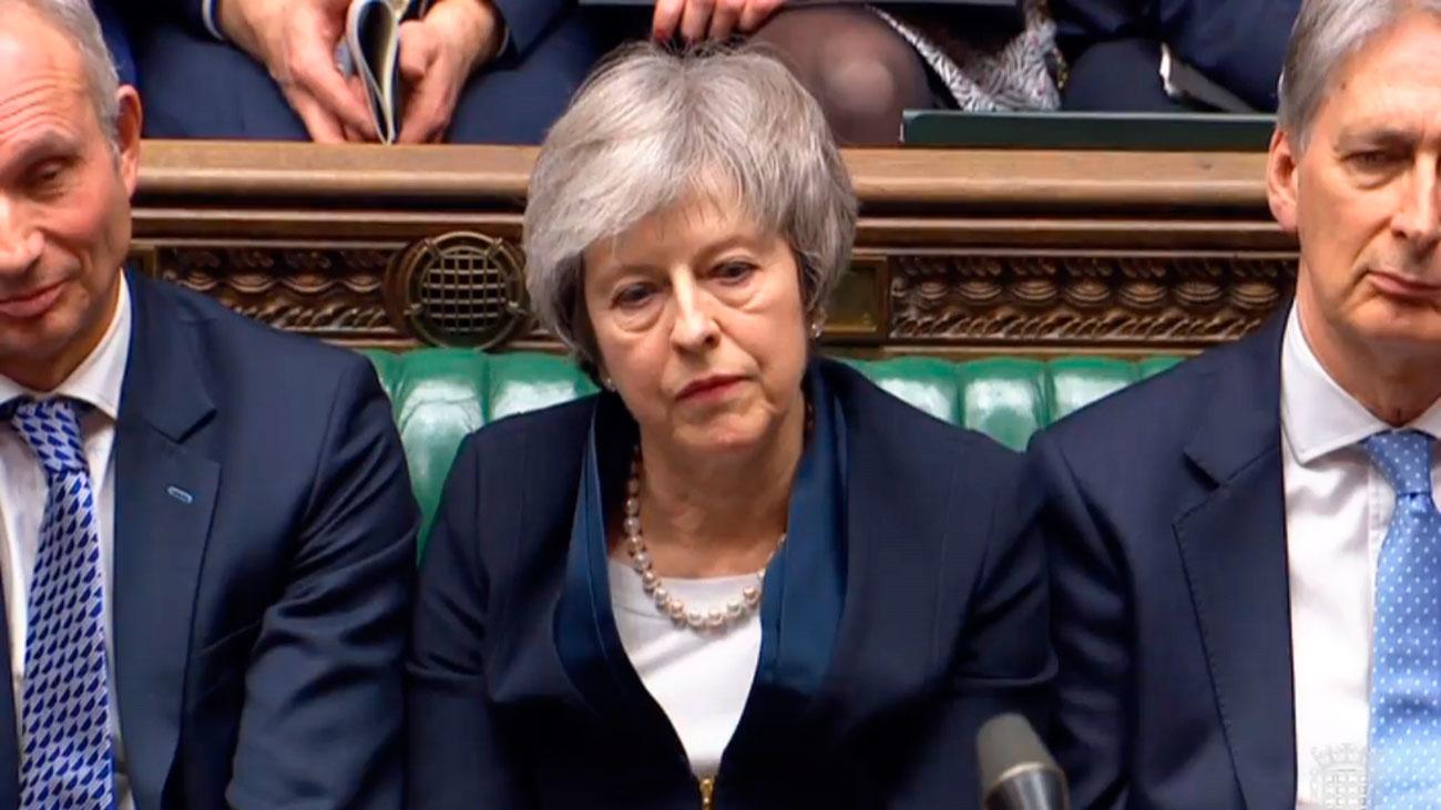 El Parlamento británico tumba el acuerdo del Brexit y May se enfrenta a una moción de censura