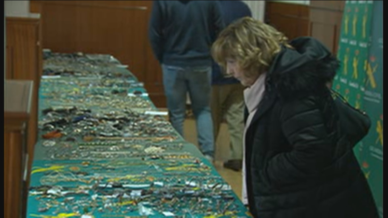 Un centenar de madrileños acude a la exposición de Tres Cantos para identificar sus joyas robadas