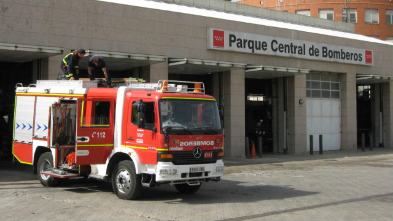 Bomberos de Arganda salvan de un incendio a una mujer atrapada en Rivas