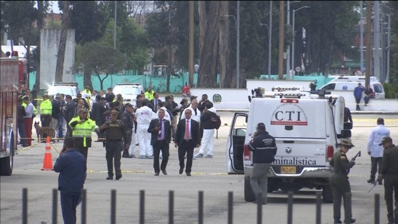 La explosión de un coche bomba deja 21 muertos y 68 heridos en Colombia