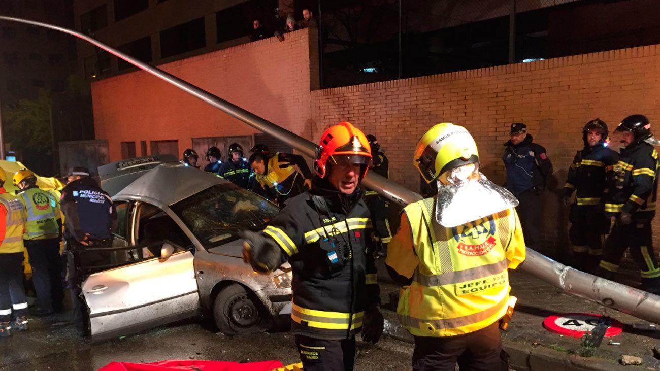 Un joven muere y otro herido grave en un accidente de tráfico en Madrid