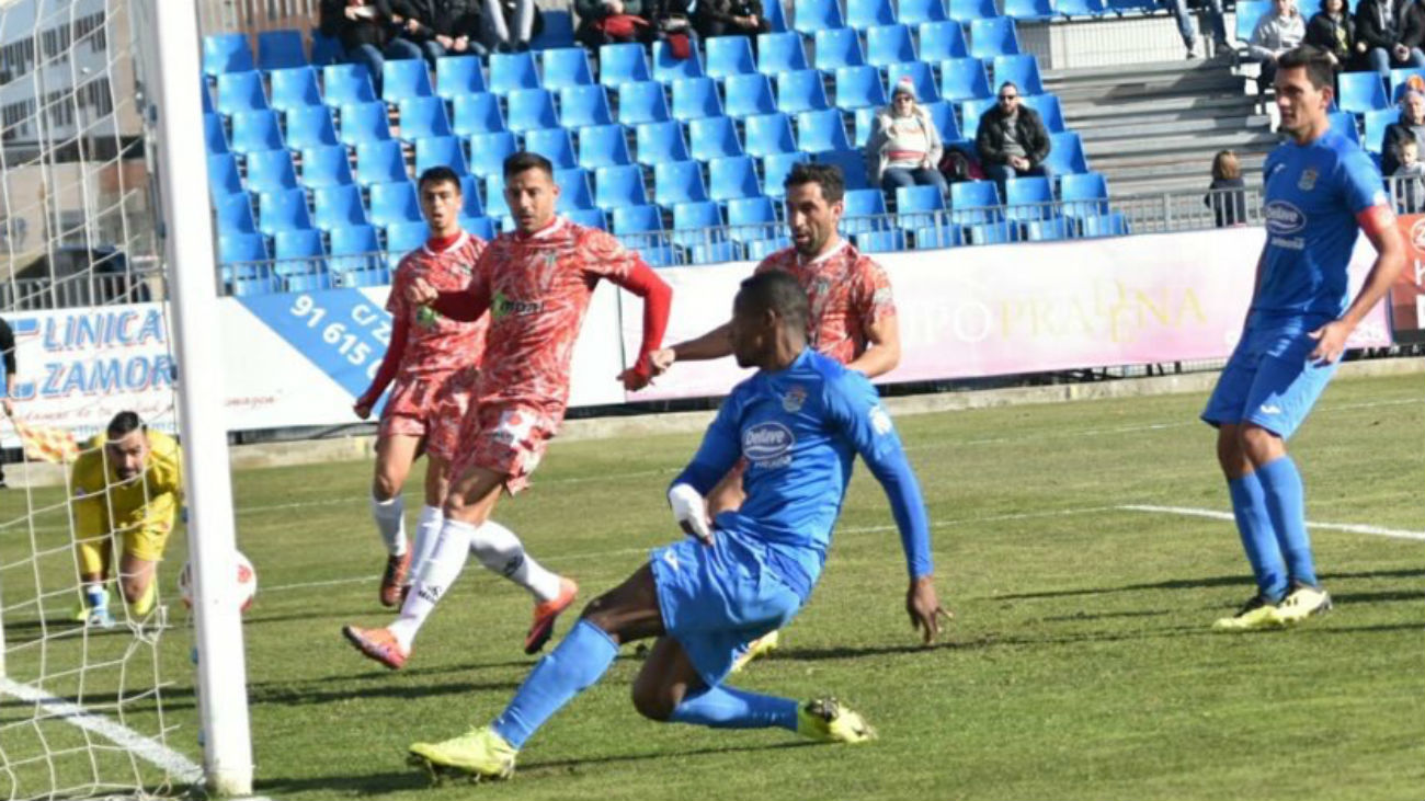 Gol de Cedric, del Fuenlabrada, al Guijuelo (1-0)
