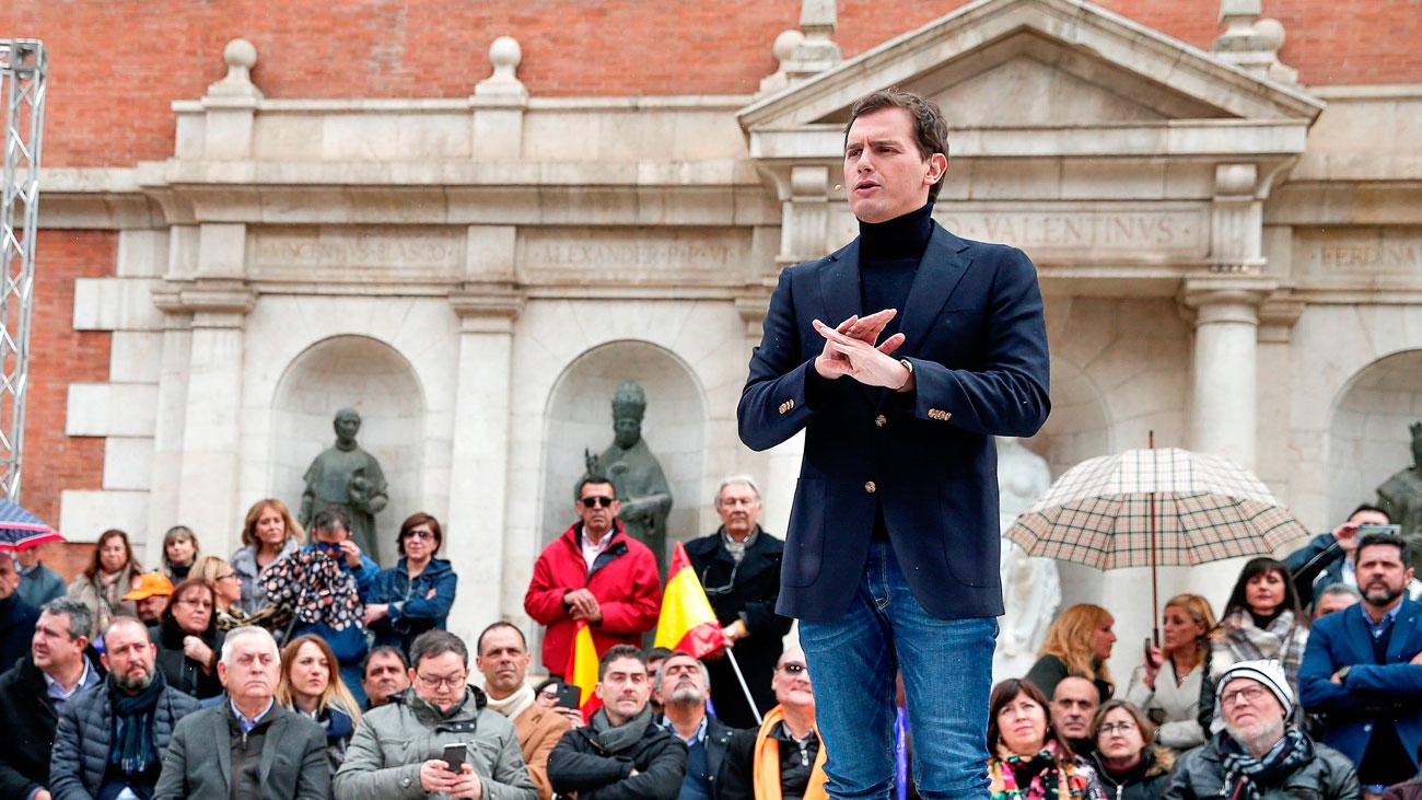 """Rivera acusa a Sánchez de """"romper puentes"""" con los constitucionalistas"""