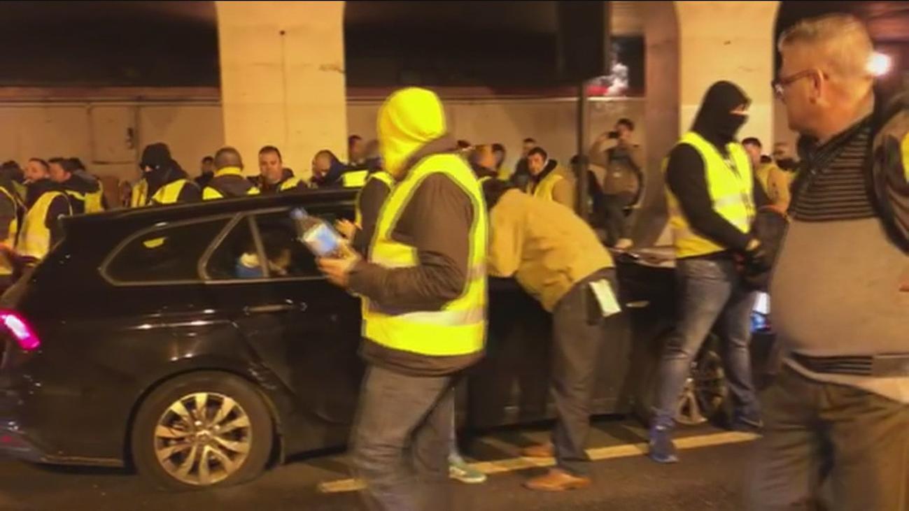 Los taxistas de Barcelona protagonizan todo tipo de incidentes y agreden a los VTC