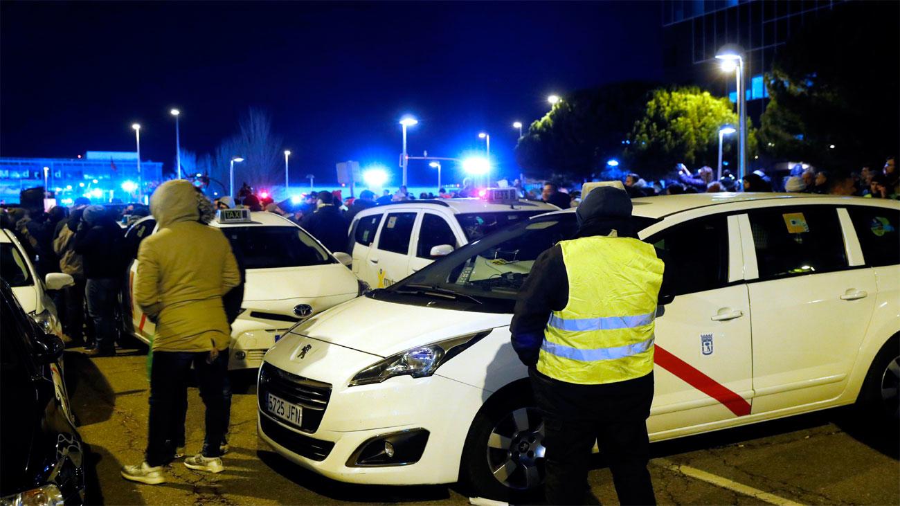 Taxistas y Comunidad siguen sin acuerdo con la precontratación de los VTC