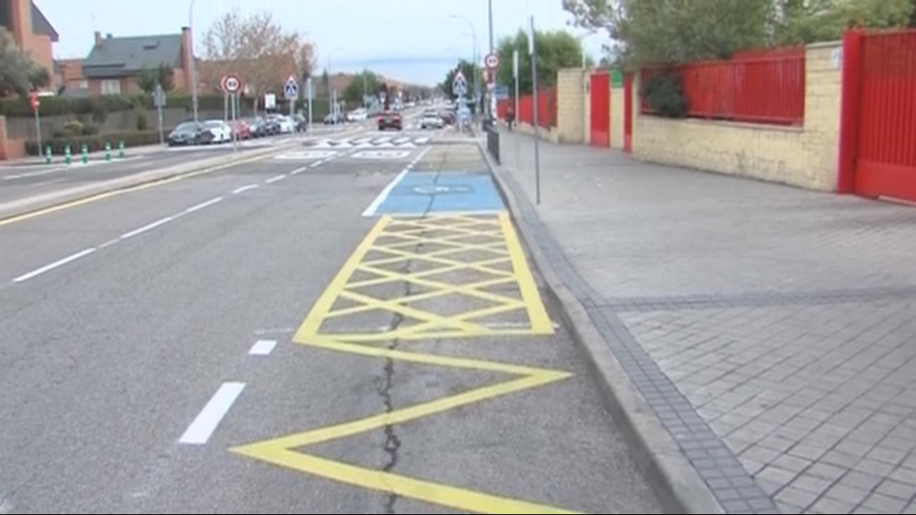 Padres sin aparcamiento en un colegio de Rivas