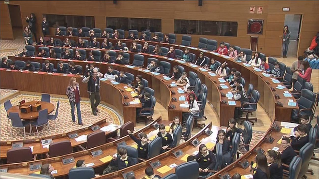 Diputados por un día: 129 escolares debaten sobre la igualdad en la Asamblea de Madrid