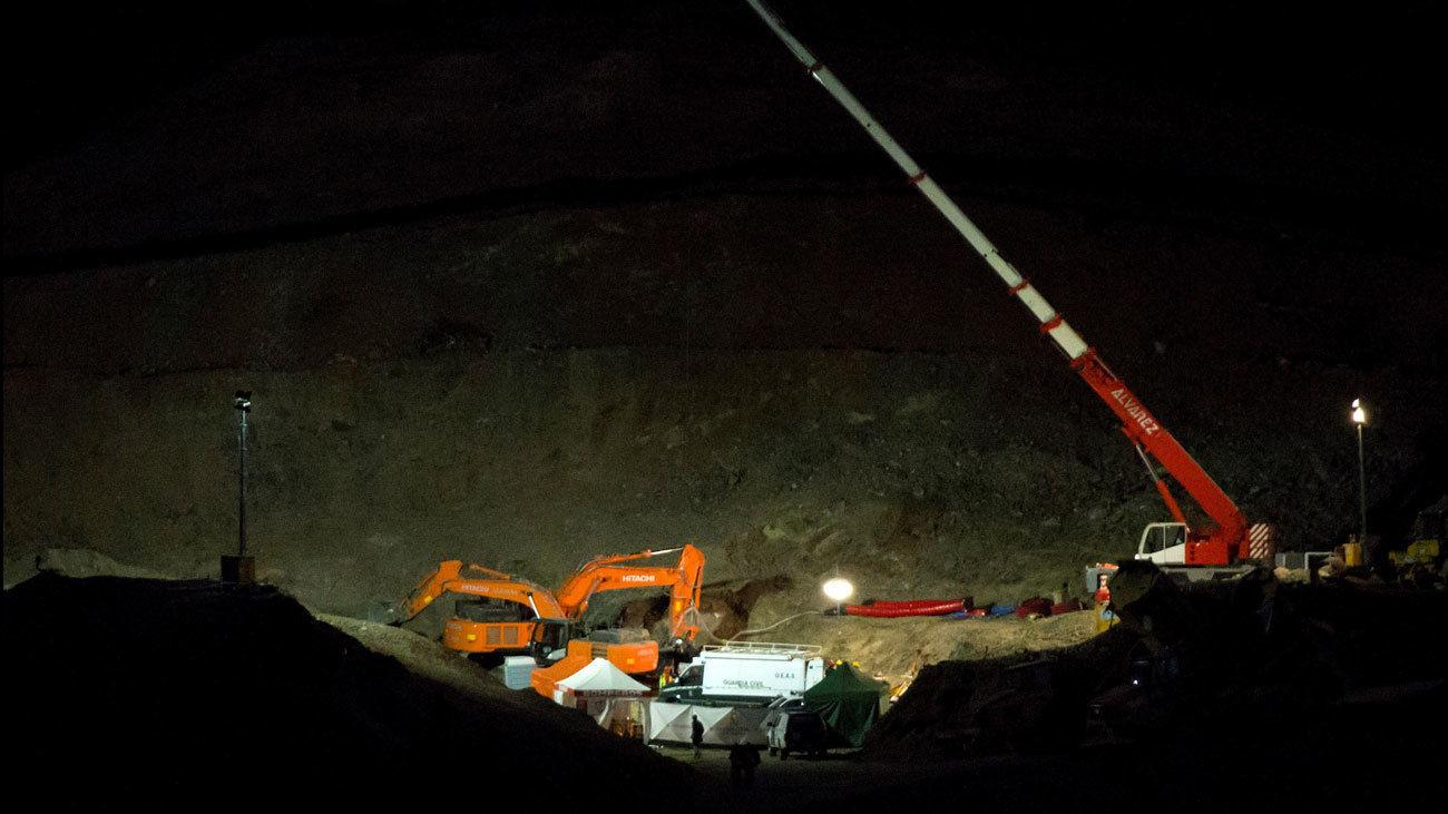 Mineros de la Brigada de Salvamento Minero de Hunosa junto a Bomberos y Guardia Civil, prosiguen con el rescate de Julen