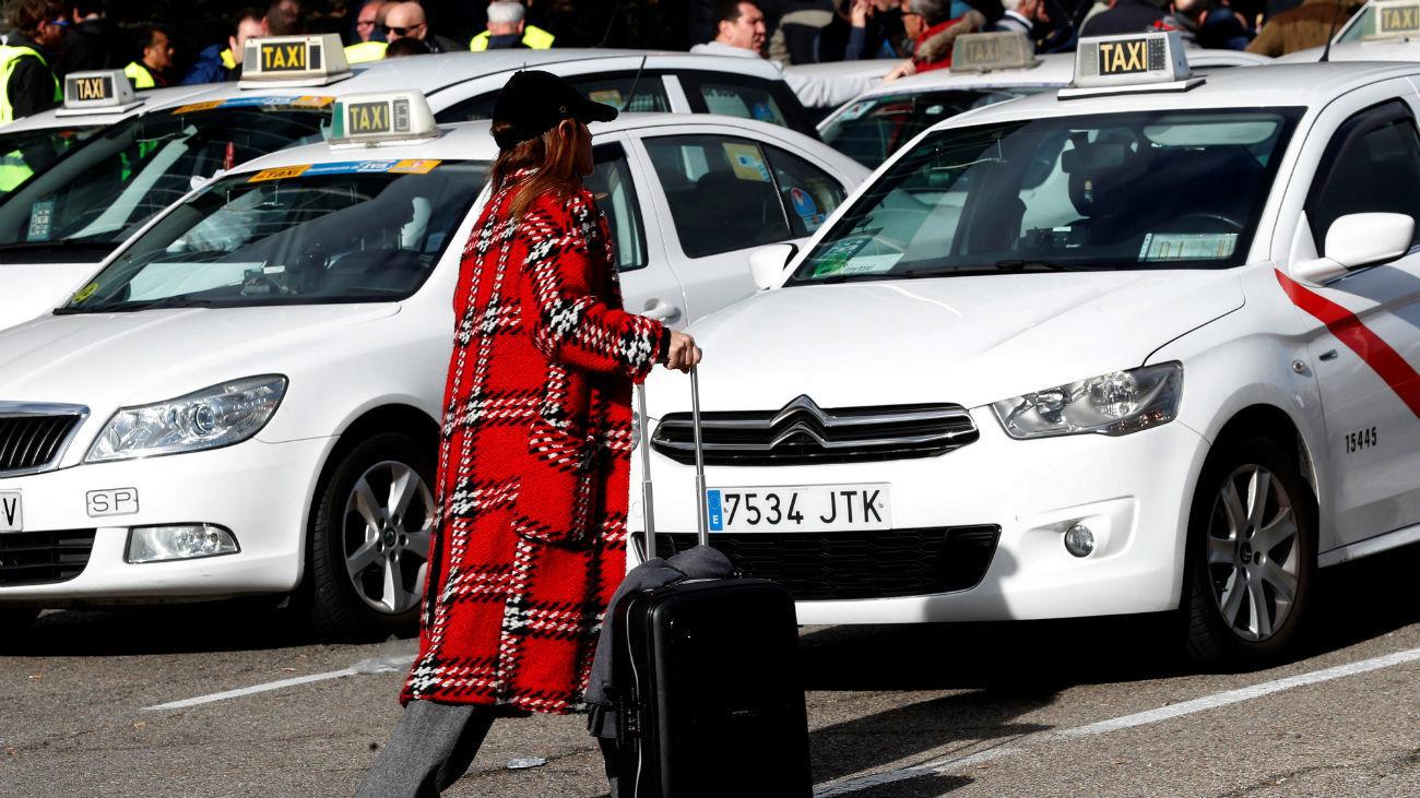 Decenas de taxis estacionados