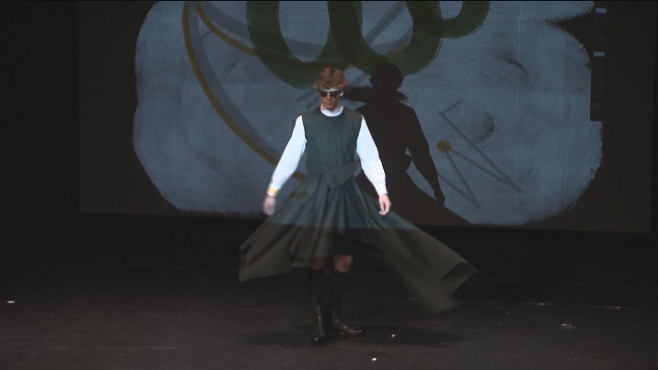 Oteyza presenta a un hombre moderno con un espectáculo vanguardista en el Teatro Español
