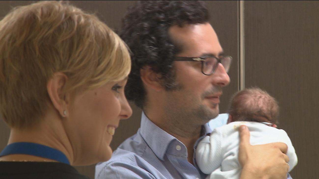 La UE acuerda un permiso de paternidad de 4 meses, dos más para padres y madres