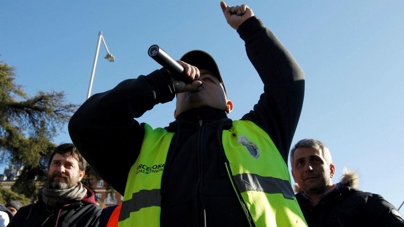 """El portavoz de Élite Taxi, Alberto Álvarez """"Tito"""", durante la asamblea matutina"""