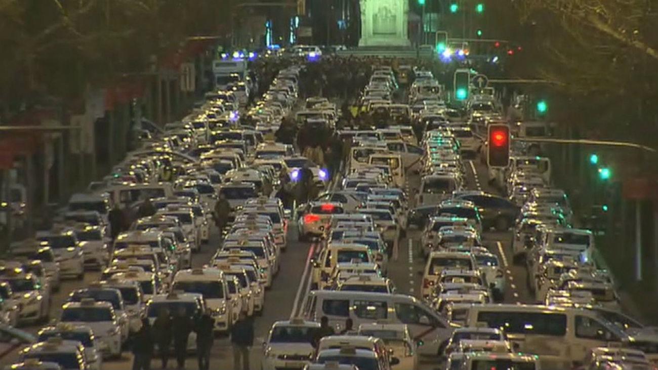 """Los taxistas toman la Castellana para """"petar"""" Madrid"""