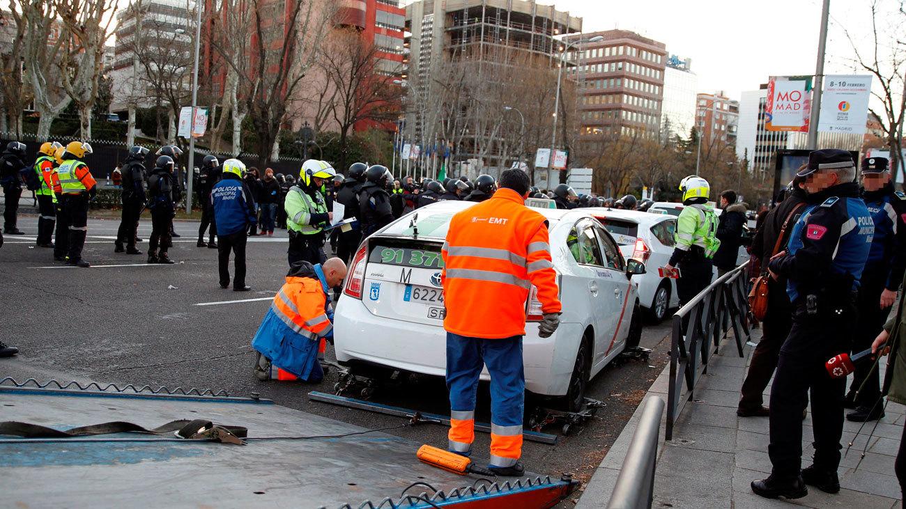 Los taxistas desalojados de la Castellana